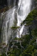 Cascada en el fiordo Última Esperanza