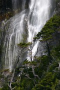 Cascade dans le fjord Última Esperanza